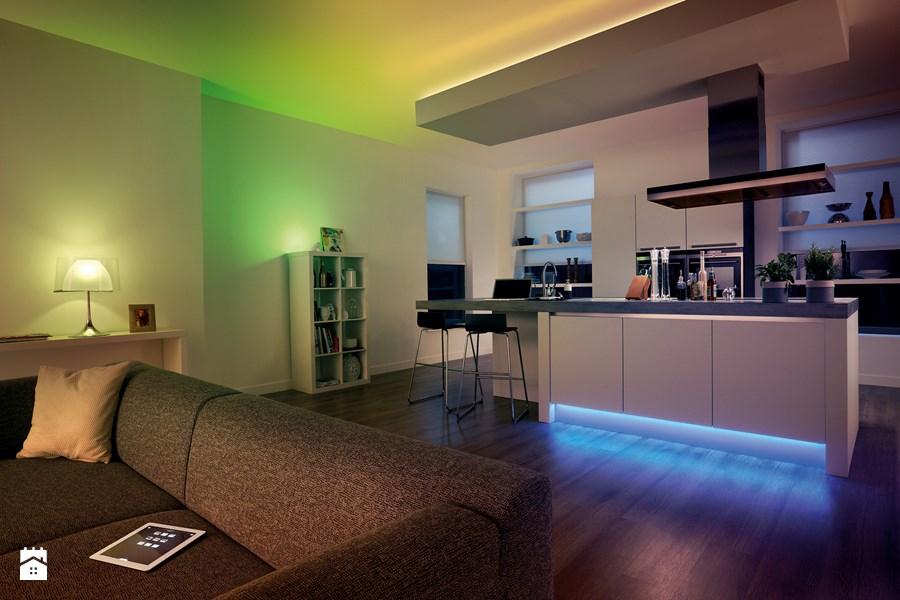 HUE led juosta ir lemputes apšvietimas kambaryje