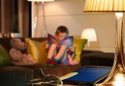 Skaityti mėgstančių vaikų kambarys: kokias zonas ir kokiais šviestuvais reikia apšviesti?